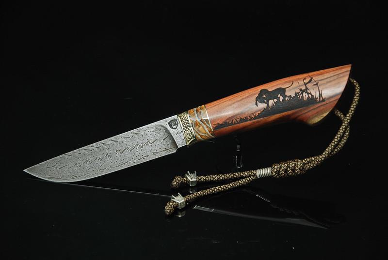 """Нож ручной работы из дамасской стали """"Дичь"""", со вставкой из зуба мамoнта и гравировкой"""