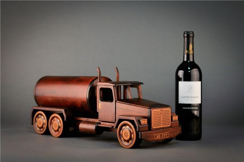 Мини-бар в виде грузовика, материал - ясень