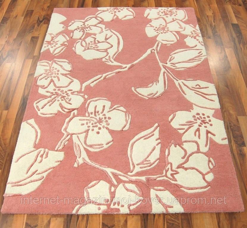 Бледно розовый ковер для спальни в цветочном стиле
