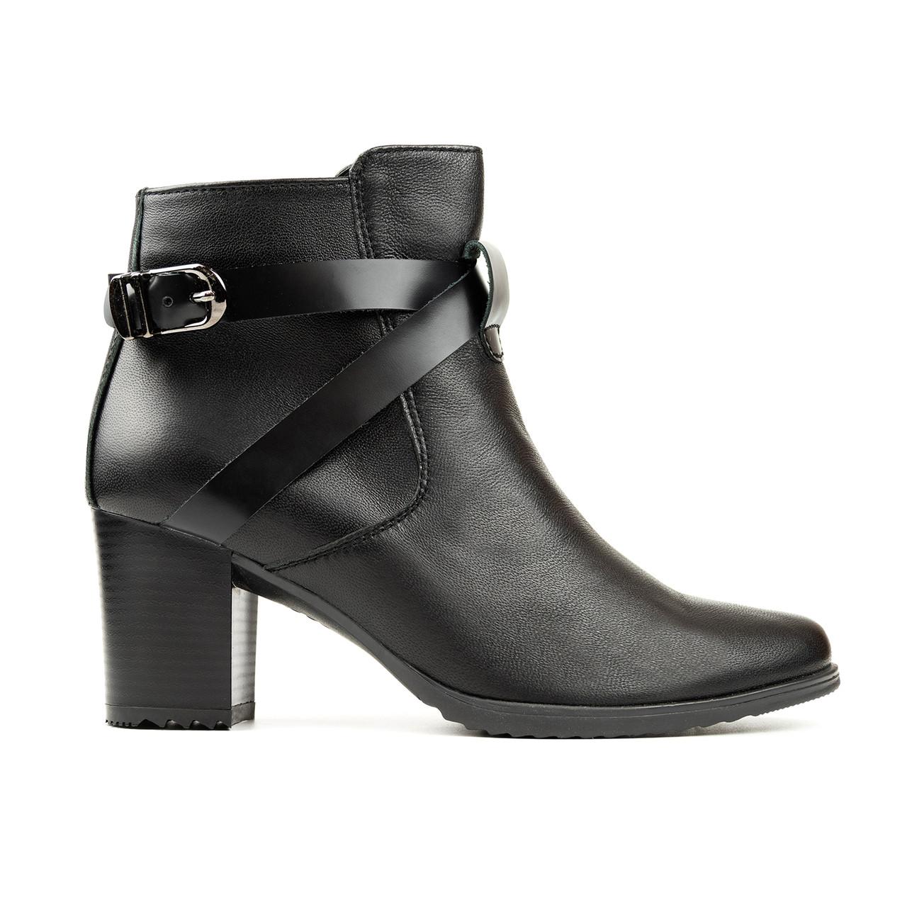 Ботинки из натуральной кожи на каблуке черный