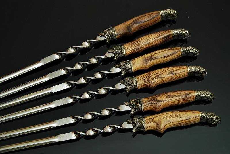 """Набор шампуров из нержавейки с дубовыми ручками """"Гризли"""" - практичный подарок для мужчины, в кожаном колчане"""