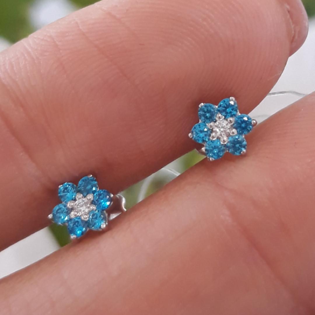 Серебряные детские серьги гвоздики цветочки - Пуссеты для девочки разноцветные