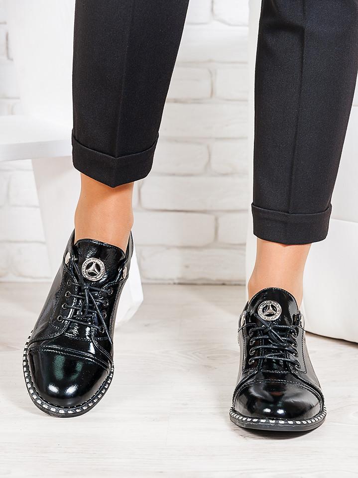 Туфлі чорні лакова шкіра 6676-28
