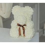 Мишка из белых роз
