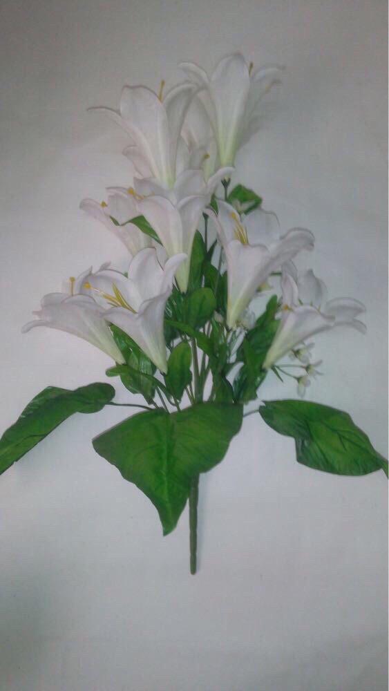 Искусственный букет лилий