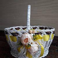 Декоративная корзина в белом цвете