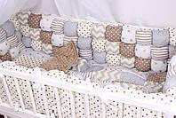 Бортики бомбон и игрушки в кроватку в бежевых цветах , фото 5