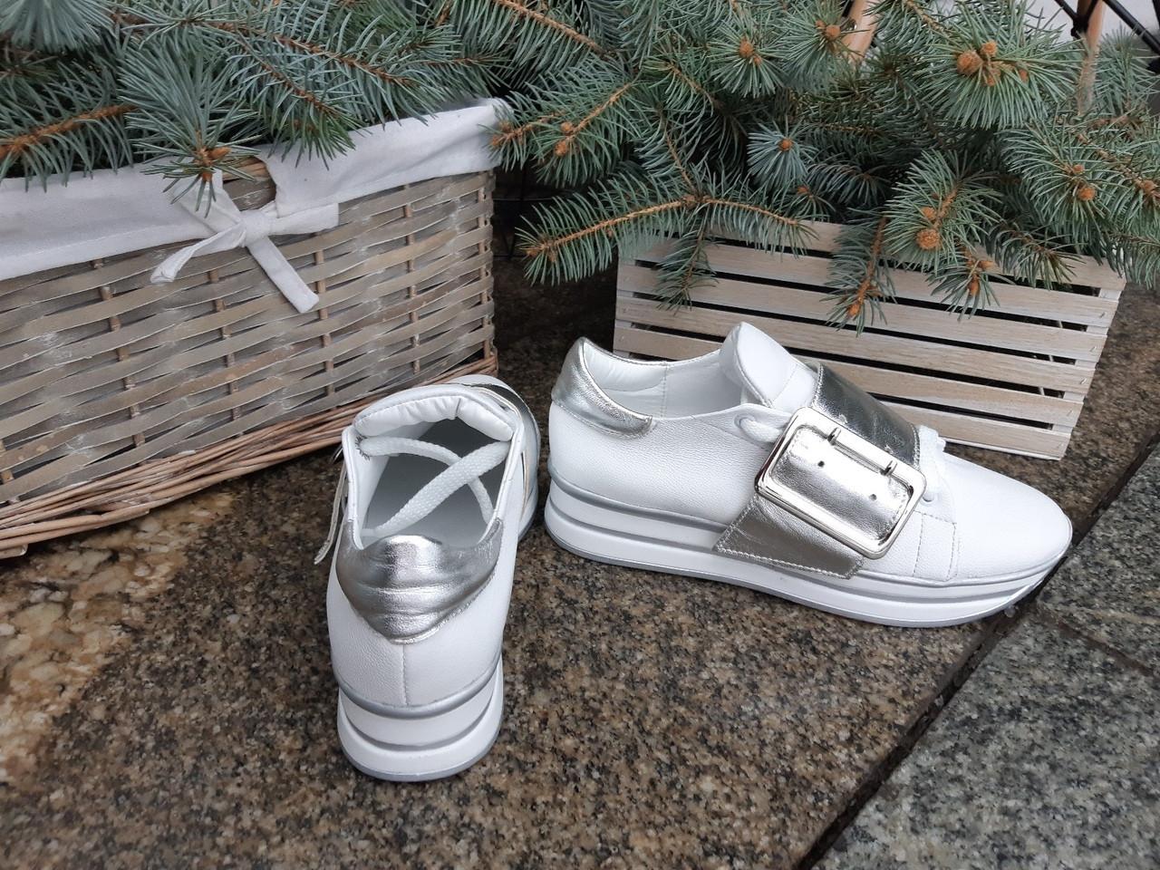 Женские кожаные кроссовки серебристо-белого цвета
