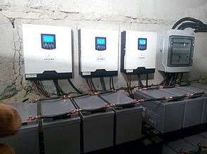 Солнечные инверторы, АКБ и шкаф защиты станции.