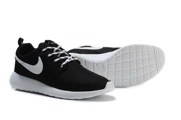 b97a076b Кроссовки Nike Roshe Run черные с белым - Интернет магазин обуви «im-РоLLi»