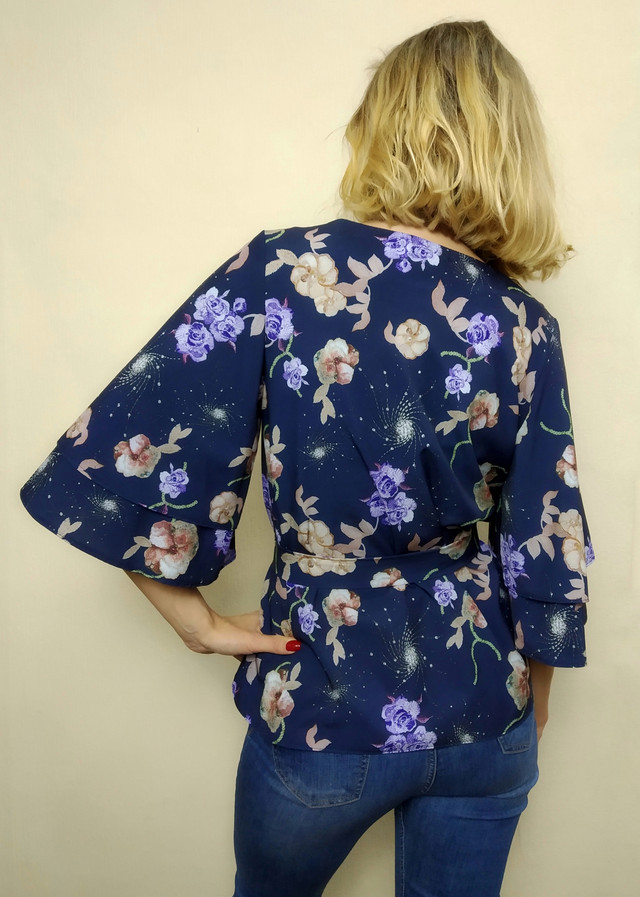 Синяя женская блузка с широким рукавом Бл06