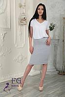 Трикотажная юбка с завышеной талией, а пояс посажен на широкую резинку,