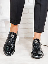 Жіночі туфлі чорні лакова шкіра 6676-28