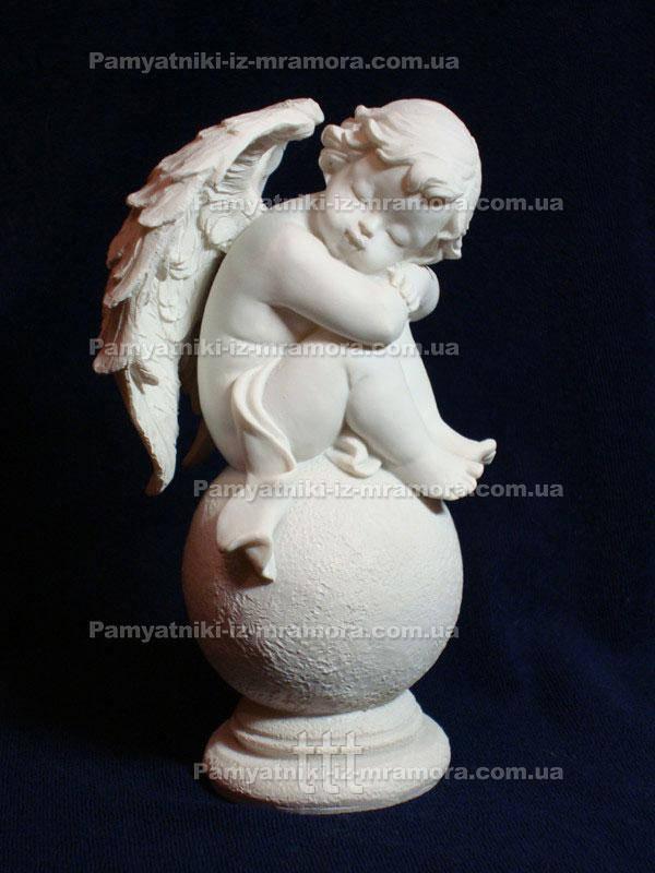 Ангелочек на шаре из мрамора № 3