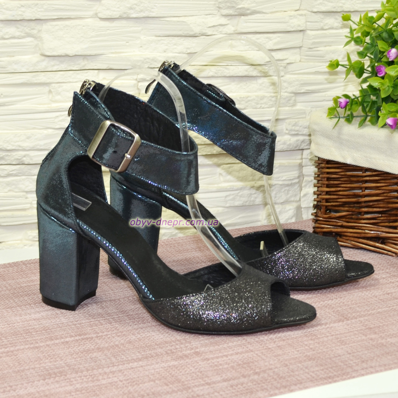 Босоножки женские замшевые на устойчивом каблуке