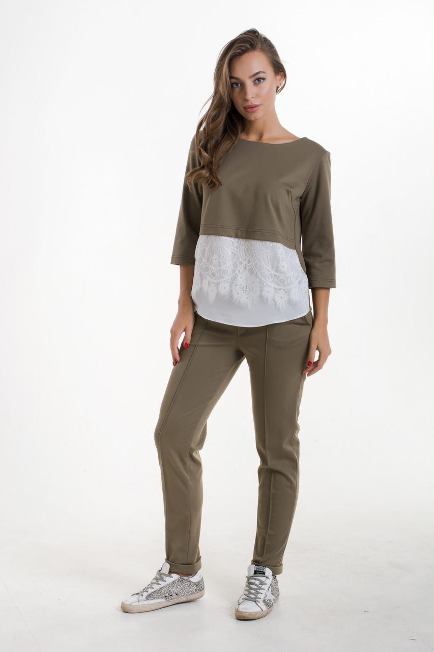 Женский брючный комплект с блузой цвета хаки