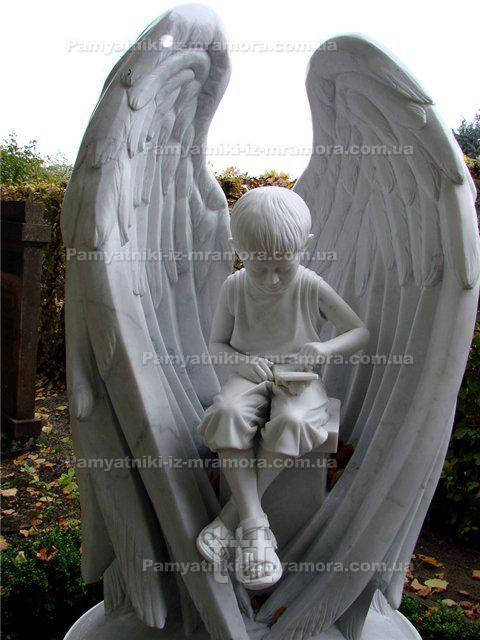 Ангел с крыльями из мрамора №29