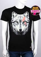Молодежная мужская футболка с светящимся рисунком голова волка