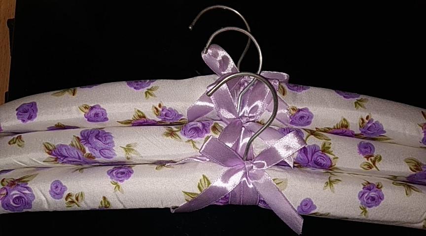 Набор объемных мягких вешалок для деликатных вещей сатин 38см.(набор 3 шт.)