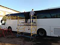 Чистка бокового автобусного стеклопакета
