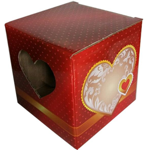 Упаковка для кружки картонная с крышкой с окном в виде сердце (красная)