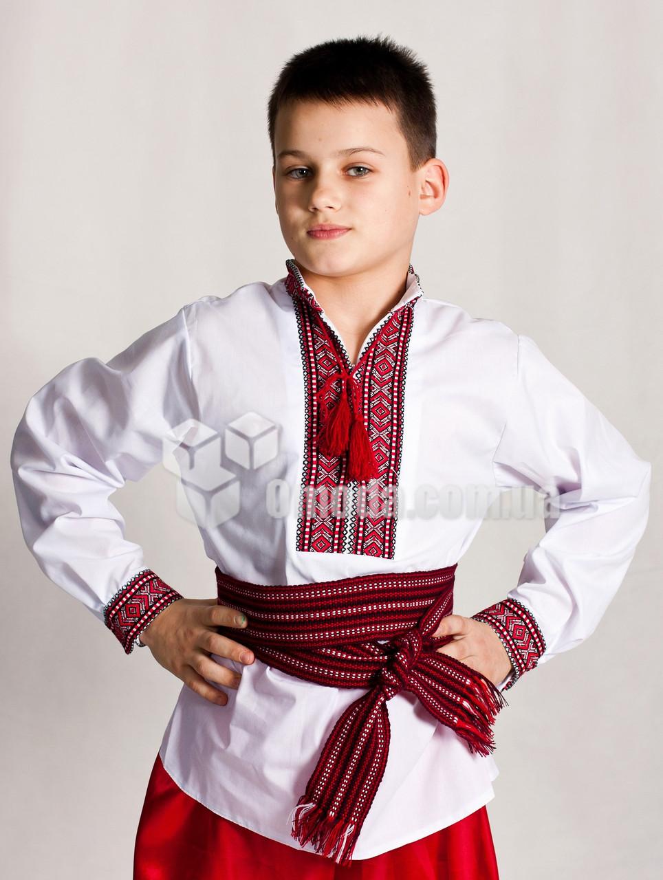 Ввышиванки для малчика с геометрическим узором Сергийко