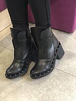 Женские демисезонные ботинки на невысоком каблуке
