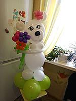 Фигура из шаров Мишка с цветочками