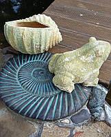 Фигурки под старину для оформления сада или пруда. Комплект Лягушка и ракушка из шамота.