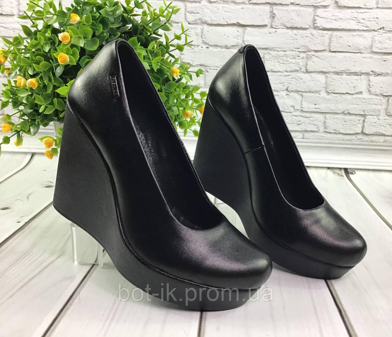 2ab155cdc Классические женские туфли на средней платформе танкетке из натуральной кожи  или замша черного цвета. -