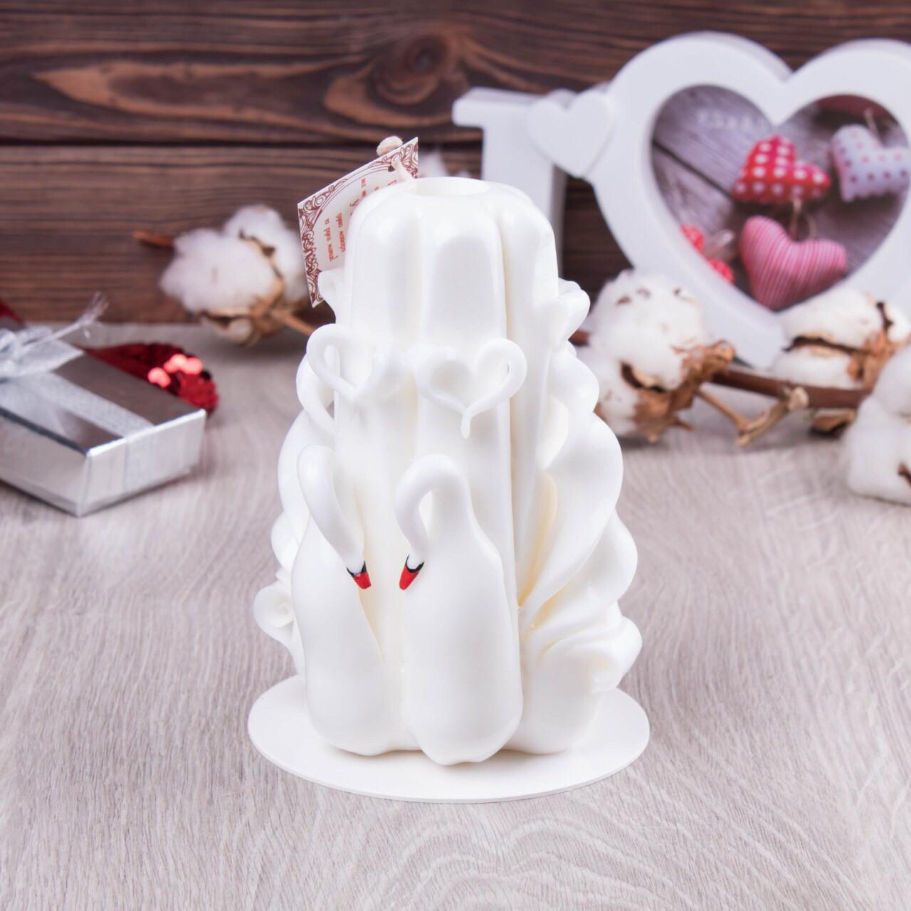 Резная свеча Лебеди