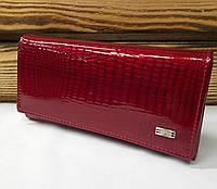 9dc42e42a7b8 Женский кошелек из натуральной кожи красного цвета, лаковый, складной на  кнопке, для 9 карточек Красный