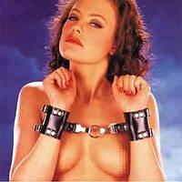 Черные кожаные наручники - d