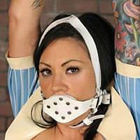 Білий кляп для рота з металевими паєтками