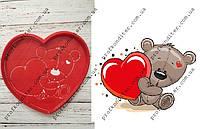 Набор Пластиковая вырубка  + трафарет Мишка тедди с сердцем в сердце