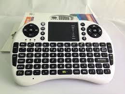 Бездротова міні-qwerty-клавіатура з тачпадом і клавішами білого кольору