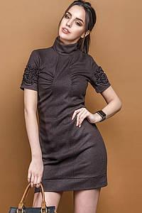 Платье под горло с коротким рукавом