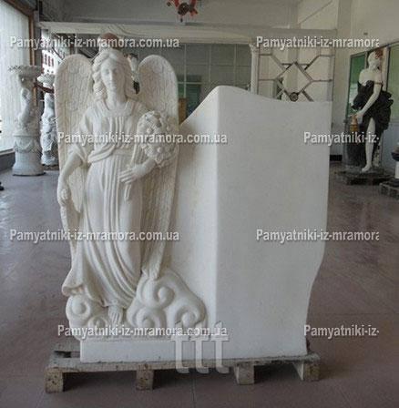 Памятник Ангел из мрамора с букетом лилий №55