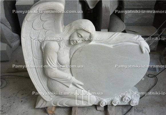 Памятник ангел обнявший сердце мраморный №56