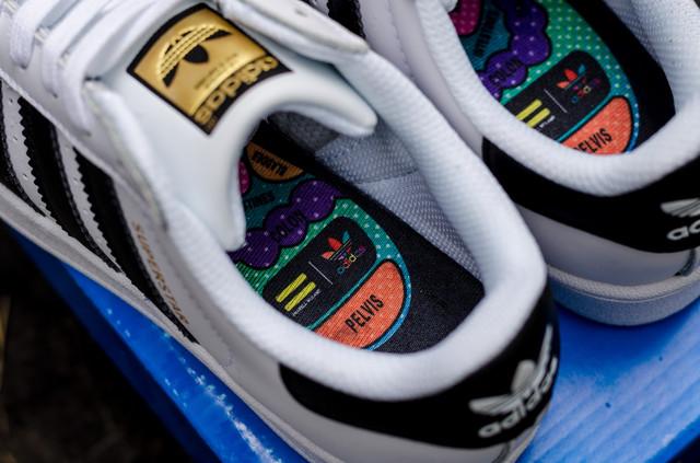 Женские кроссовки Adidas Superstar фото