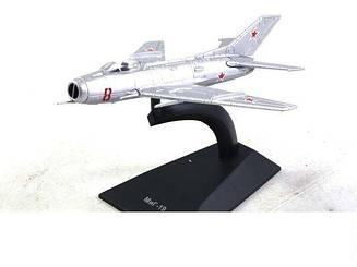 Модель Легендарні літаки (ДеАгостини) Міг-19 (1:111)