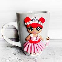 Кукла LOL из полимерной глины на чашке