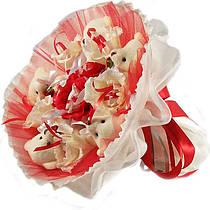Букет из мягких игрушек Мишки белые 5 с конфетами Рафаэлло