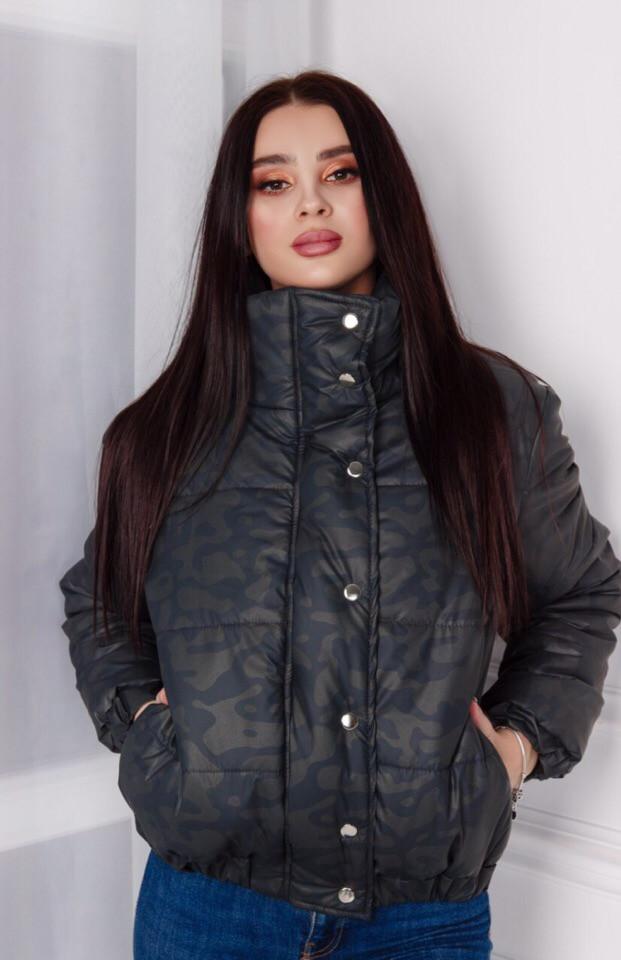 Жіноча весняна куртка стильного силуету