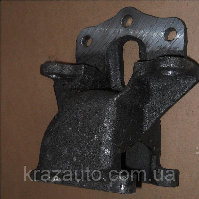 Кронштейн передней рессоры КрАЗ передний правый 250-2902444-30
