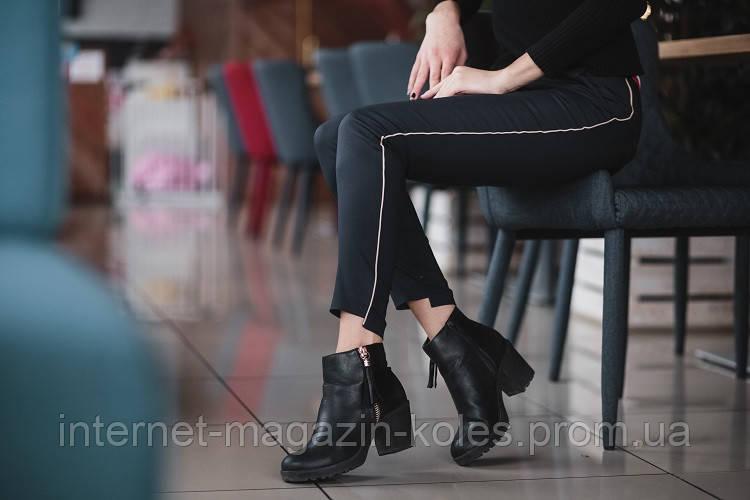 Классические черные брюки с боковым кантом