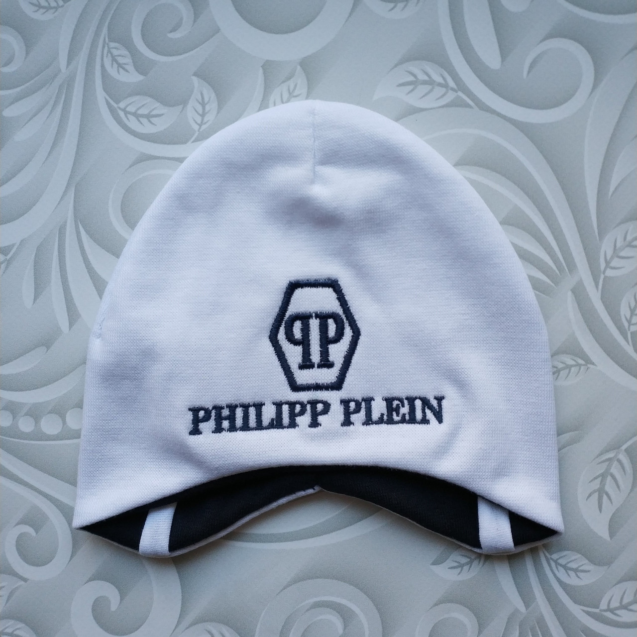 Легкая детская шапка с завязками Philipp Plein