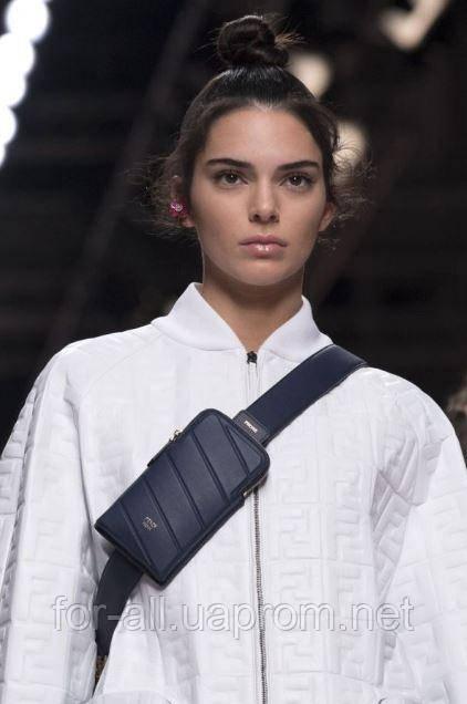 Фото Женская сумка на пояс