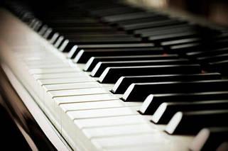 Акційні клавішні інструменти і аксесуари