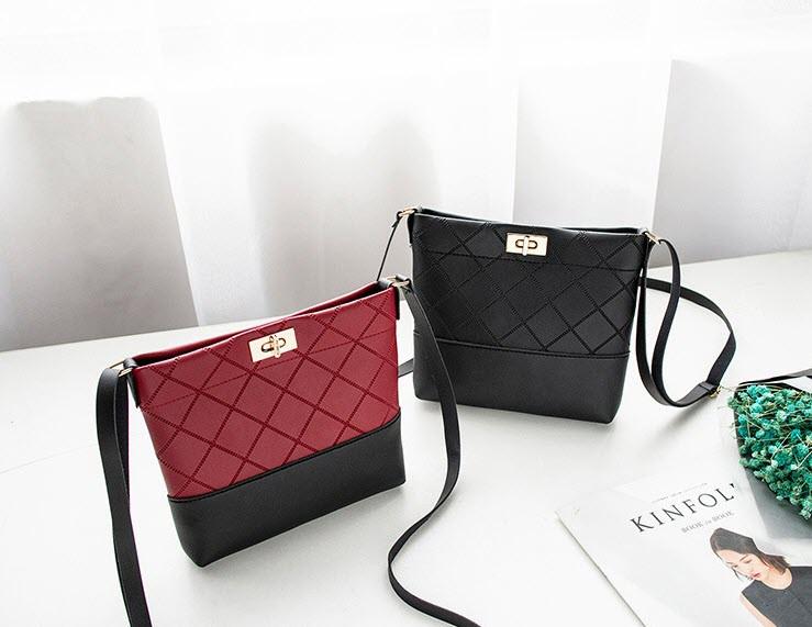 Милая двухцветная сумочка на ремешке